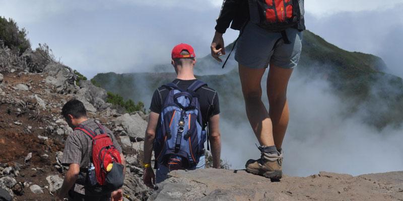 camminare con le scarpe da trekking